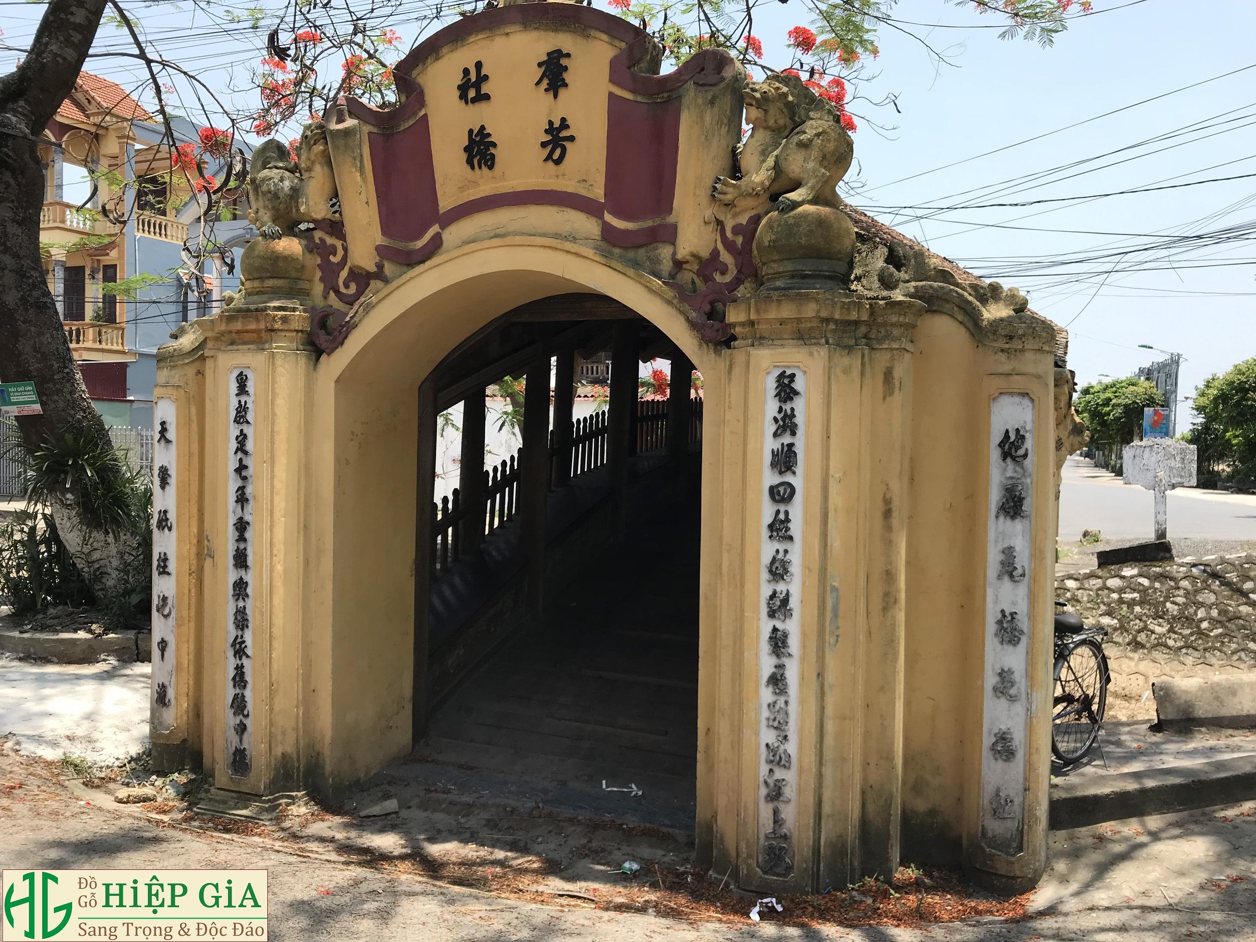 z1393026429469 5008bcfcc9c75a8759145b0ce036825e - Cây Cầu Ngói Cổ 500 Năm Đẹp Nhất Việt Nam