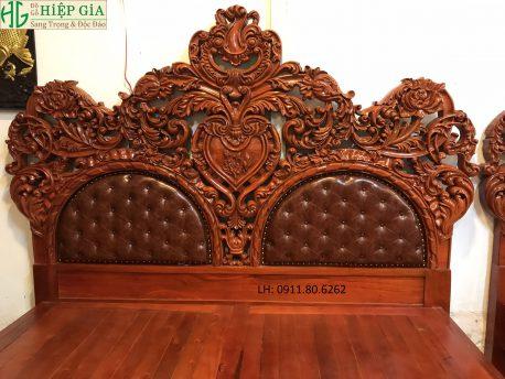 Giường Louis Hoàng Gia